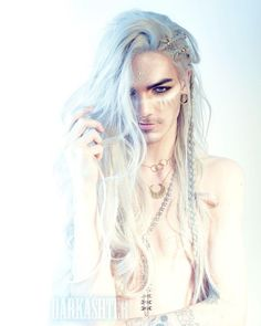 Model: Wig: Hair jewelry RegalRose Bottom necklace: , make up: Snow Lithe Nils Kuiper, Beautiful Men, Beautiful People, Hot Guys, Hair Reference, Look Cool, Pretty People, Cosplay, Character Inspiration