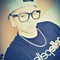 #pellepelle #mensfashion #menswear #menstyle #instapic #instagay #snapback #nerdglasses #maskulin #butch #swag #dyke #nerd #necklace #home #mystyle #gaygirl #gay #shorthairdontcare #shorthair #septum #piercings #septum #homo #homosexuell #mylife  #piercings #instastyle #mystyle #bridge #mitchellandness #lips by jenileidergeil
