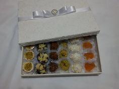 Caixa Premium em MDF com 40 bombons Goumet. R$ 125,00