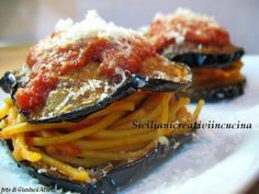 Eggplant alla messinese Doublets: a Sicilian cult recipe for those who love pasta alla Norma but baked version. My Recipes, Pasta Recipes, Favorite Recipes, Bon Appetit, Ricotta, Sicilian Recipes, Eggplant Recipes, Eggplant Pasta, Recipe Steps