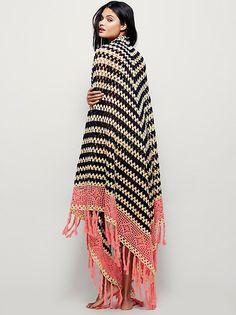 Inspo only - Multi Love Crochet Blanket Poncho Crochet, Crochet Scarves, Crochet Clothes, Crochet Stitches, Blanket Crochet, Crochet Capas, Blanket Shawl, Look Boho, Bohemian Fashion