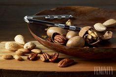Potraviny nám poskytujú širokú škálu rozličných živín. Niektoré živiny sú nevyhnutné pre produkciu energie, iné zase pre správnu funkciu orgánov, správne využitie potravy a rast buniek. Najlepším prirodzeným zdrojom na získanie minerálov azdravých tukov sú orechy.
