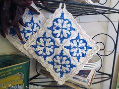Ravelry: Agueda Square, Agueda Potholder, Crochet Azulejos pattern by Vers Cythère pour La Maille au doigt