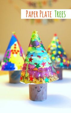 Tee hee - LOVE the little smiley face on this paper plate Christmas tree - brings him to life!