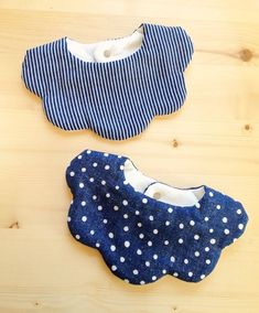 bibs for baby No pattern collar Sewing For Kids, Baby Sewing, Bib Pattern, Collar Pattern, Baby Couture, Baby Bibs, Diy Clothes, Baby Dress, Sewing Projects