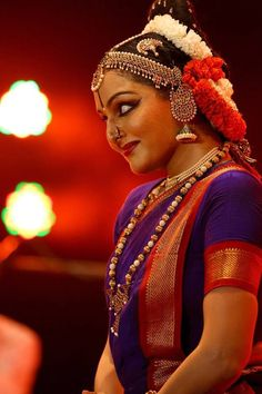 Manju Warrier - Manju Warrier Photos, Manju Warrier Stills Dance Photography, Beauty Photography, Miss Universe National Costume, Indiana, Indian Classical Dance, Mudras, Festival Costumes, Hd Wallpapers For Mobile, South Indian Film