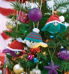 FREE PATTERN: Knitted Festive Birdies