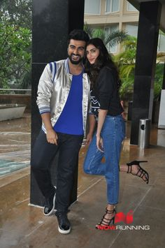 Arjun Kapoor and Athiya Shetty snapped at 'Mubarakan' promotions Pictures Bollywood Couples, Bollywood Stars, Celebrity Pics, Celebrity Style, Athiya Shetty, Arjun Kapoor, Akshay Kumar, Star Fashion, Famous People