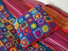 Artesanato com amor...by Lu Guimarães: Almofadas Quadradas em Crochê