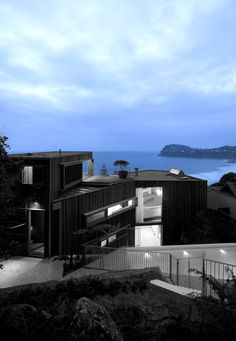 Image 4 of 21 from gallery of Whale Beach House / Neeson Murcutt Architects. Contemporary Beach House, Contemporary Landscape, Contemporary Architecture, Beautiful Architecture, Architecture Details, 21st Century Homes, Modern Landscaping, Florida Travel, Residential Architecture