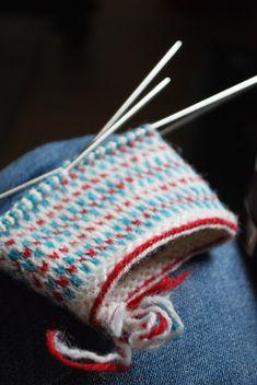By Maria Carlander Knit Mittens, Knitting Socks, Mitten Gloves, How To Purl Knit, Fair Isle Knitting, Yarn Projects, Yarn Crafts, Wool Yarn, Hand Warmers