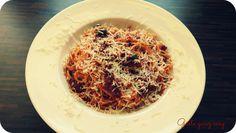 Schnelle Spaghetti mit getrockneten Tomaten und Kapern Spaghetti, Pasta, Ethnic Recipes, Food, Dried Tomatoes, Noodle, Food Food, Essen, Eten