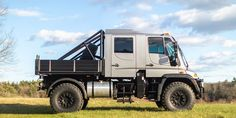 This Rare Mercedes-Benz Is as Extreme As Street-Legal Off-Roaders Get Mercedes Benz Unimog, Mercedes Truck, Suv Trucks, Cool Trucks, Unimog For Sale, Portal Axles, Automobile, Off Roaders, Benz S