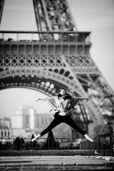 La dame de l'air contre la dame de fer | Flickr - Photo Sharing!