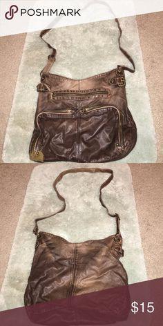Brown shoulder bag Used cute brown crossbody bag, lots of room inside! Mossimo Supply Co Bags Crossbody Bags