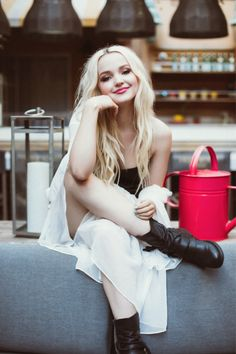 Model Diaries: Dove Cameron Dove Cameron is taking her true passion to new heights and writing her own script. Dove Cameron, is best known for playing a dual role as. Dove Cameron Photoshoot, Cameron Hair, Dov Cameron, Tmblr Girl, Dove Cameron Style, Celebs, Celebrities, Disney Channel, Her Style