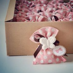 Vittoria (@lapupazzara) | Bomboniere battesimo | Intagme - The Best Instagram Widget Homemade Baby Shower Favors, Baby Party Favors, Newborn Gifts, Baby Gifts, Baby Shower Parties, Baby Shower Gifts, Chocolate Flowers Bouquet, Diy And Crafts, Crafts For Kids