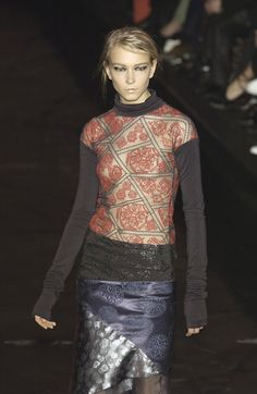 Romeo Gigli at Paris Fashion Week Fall 2003 - Runway Photos Anti Fashion, Womens Fashion, Ladies Fashion, Lace Skirt, Sequin Skirt, Romeo Gigli, Gamine Style, Italian Fashion Designers, Ageless Beauty