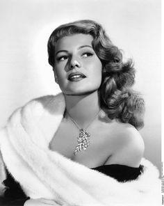 I got: Rita Hayworth! Are You Marilyn Monroe or Rita Hayworth? Rita Hayworth, Old Hollywood Glamour, Golden Age Of Hollywood, Vintage Hollywood, Old Hollywood Stars, Hollywood Glamour Photography, Hollywood Fashion, Look Vintage, Vintage Glamour