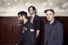 Moderat presenta segundo álbum (Moderat II) y single, Bad Kingdom. Ya lo puedes escuchar. http://musicaes.wordpress.com/2013/08/08/moderat-la-union-hace-la-musica-electronica/