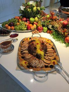 Fim de semana passado foi super movimentado com muitos almoços e jantares e quem ganha são vocês minhas leitoras que podem apreciar e se in... Catering Buffet, Elegant Dining, Charcuterie Board, Appetisers, Christmas Decorations, Low Carb, Healthy Recipes, Dinner, Blog