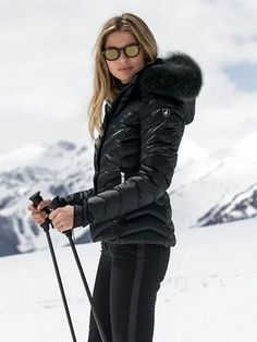40 best parkas women coats fashion winter jackets medium long - Ski outfits for women style - Apres Ski Mode, Mode Au Ski, Snow Fashion, Winter Fashion, Apres Ski Outfits, Women's Skiing Outfits, Best Parka, Coats For Women, Jackets For Women