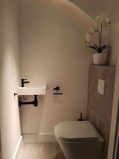 Az a pici helyiség - WC-s poszt Small Bathroom Layout, Small Bathroom Storage, Bathroom Under Stairs, Small Toilet Room, Downstairs Toilet, Tiny Bathrooms, Toilet Design, Bathroom Toilets, Bathroom Ideas