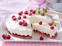 Himbeer Joghurt Torte backen so geht's Easy Cookie Recipes, Sweet Recipes, Baking Recipes, Cake Recipes, Raspberry Recipes, Gateaux Cake, Sweet Bakery, Summer Cakes, Yogurt Recipes