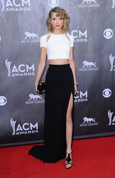 Taylor Swift in a Crop Top Outfit at the ACM Awards 2013 Taylor Swift Moda, Taylor Swift Style, Maxi Skirt Outfits, Chic Outfits, Maxi Skirts, Summer Outfits, Fashion Network, Winter Mode, Fashion Mode