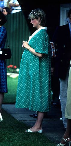 June Diana, Her Royal Highness Princess Of Wales At Windsor Polo Club. This Is Just Before Giving Birth To Prince William. Princess Diana Pregnant, Princess Diana Photos, Princess Charlotte, Royal Princess, Prince And Princess, Princess Of Wales, Lady Diana Spencer, Princesa Real, Diana Williams