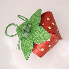 DIY glitter paper strawberry boxes with template