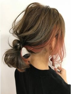 All of the hair color trends 2020 to inspire you to change your hair for the new season. Check out our selection of the best hair colors for 2020 Under Hair Dye, Under Hair Color, Hidden Hair Color, Hair Color Streaks, Hair Color Pink, Hair Dye Colors, Cool Hair Color, Brown Hair Underneath, Undercolor Hair