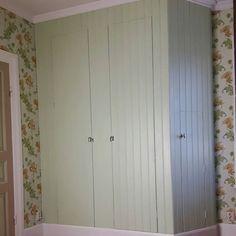Nu är garderoben klar. #vikarbyn #festool #platsbyggd #pärlspont