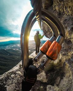 Photo of the Day: Locked in frame with on Vía Ferrata dels Patacon. Hiking Photography, Mountain Photography, Adventure Photography, Climbing Girl, Ice Climbing, Boulder Climbing, Rock Climbing Gear, Climbing Technique, Kayak