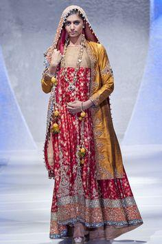 Designer: Sara Rohale Asghar // Pakistan Fashion Week