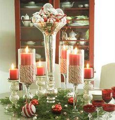 A Flávia Ferrari, do blog Decora Casa, também encontrou uma foto de velas e bolas de Natal em um arranjo bem simples de fazer. +