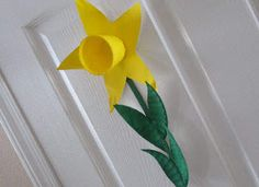 paper plate and coffee cup...from KABOOSE - found on Crafting with Kids FB my favorite flower...craft for today!