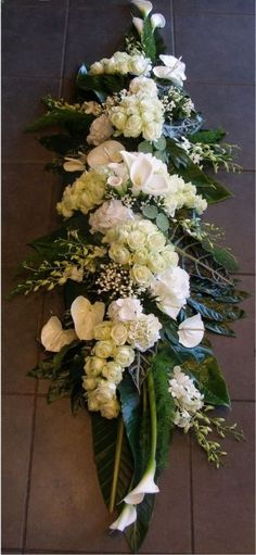 beerdigung You are in the right place about funeral funerales Here we offer you the most beautiful pictures about the funeral memes you are looking for. When you examine the beerdigung part of the pic Church Flowers, Funeral Flowers, Wedding Flowers, Casket Flowers, Table Flowers, Flowers Garden, Funeral Flower Arrangements, Modern Flower Arrangements, Deco Floral