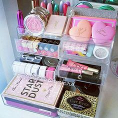Must find shelves like this to better organize my beauty products! ♡