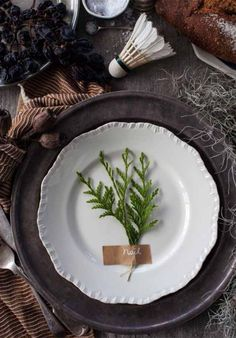 When it comes to table settings, place names and favours, I have always believed that less is more. You don't have to craft till your fingers hurt to make things look great on your big day, and today's 5 DIY ideas are stupidly easy, affordable and guaranteed to reduce the stress factor and increase the wow factor. Enjoy!
