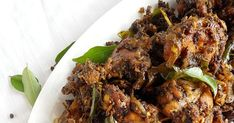 Pepper chicken also known as kurumulaku chicken is an easy and quick Kerala style chicken dry roast. Adjust the spice to your taste. Meat Sauce Recipes, Meat Loaf Recipe Easy, Easy Meat Recipes, Indian Food Recipes, Kerala Recipes, Simple Recipes, Recipes With Chicken And Peppers, Chicken Stuffed Peppers, Chicken Recipes