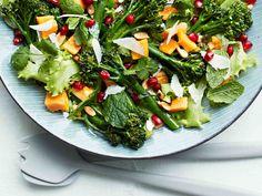 Kun marinoit broccolinit sitruunaöljyssä, salaatti ei kaipaa muuta kastiketta.
