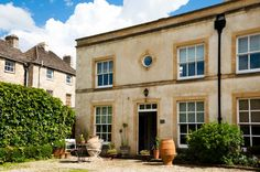 3 Bedroom Home in Cirencester to rent from £625 pw. With TV and DVD.
