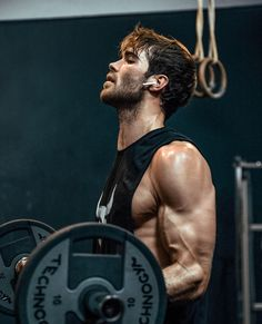 Do it slowly and feel the muscle. Male Fitness Photography, Photography Poses For Men, Gym Outfit Men, Gym Photos, Modelos Fitness, Gym Body, Fitness Photoshoot, Workout Pictures, Biceps Workout