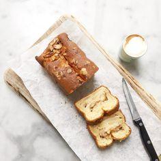 Apple cake with mascarpone & cinnamon Mascarpone Cake, True Food, Apple Cake Recipes, No Bake Desserts, Cake Cookies, Cupcakes, Sweet Recipes, Sweet Treats, Yummy Food