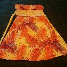 Pretty summer dress Strapless summer dress with side zipper. Very pretty, worn only once. No trades or PayPal. Reasonable Offers Accepted. Free People Dresses Strapless
