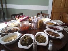 Come hungry to the #roundtable at Walnut Hills in #Vicksburg.