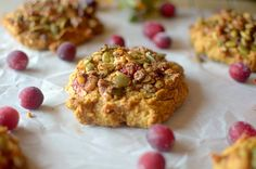 Paleo Cranberry Pumpkin Muffin Tops, because why waste the bottom when you can just eat the best part? So easy-to-make and are the perfect on-the-go breakfast or snack made with REAL ingredients! Also gluten-free with a vegan option! Lowest Carb Bread Recipe, Low Carb Bread, Avocado Breakfast, Breakfast Recipes, Vegan Gluten Free, Gluten Free Recipes, Benefits Of Gluten Free Diet, High Protein Smoothies, Chocolate Zucchini Muffins