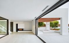 Contemporary residence located in Gerona, Spain, designed by Pepe Gascón Arquitectura. Stacking Doors, Architect House, Beach House, Construction, Contemporary, Living Room, Interior Ideas, Movable Walls, Folding Doors