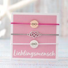 DIY-Schmuckanleitung und Zubehör für Armbänder Set mit Coins für deinen Lieblingsmensch #lieblingsmensch #armbänder #bracelets #infinitybracelet #schmuck #diyschmuck #schmuckanleitung #schmuckshop #selbstgemacht #jewelrymaking #schmuckdesign #schmuckideen